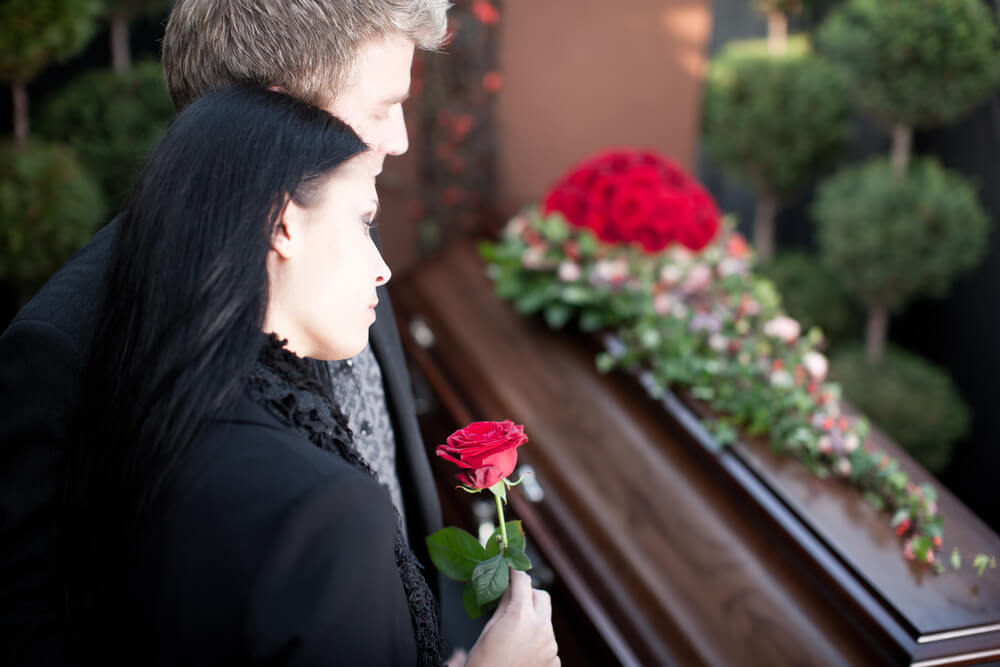 The Differences Explained Between Traditional Funerals and Life Celebrations